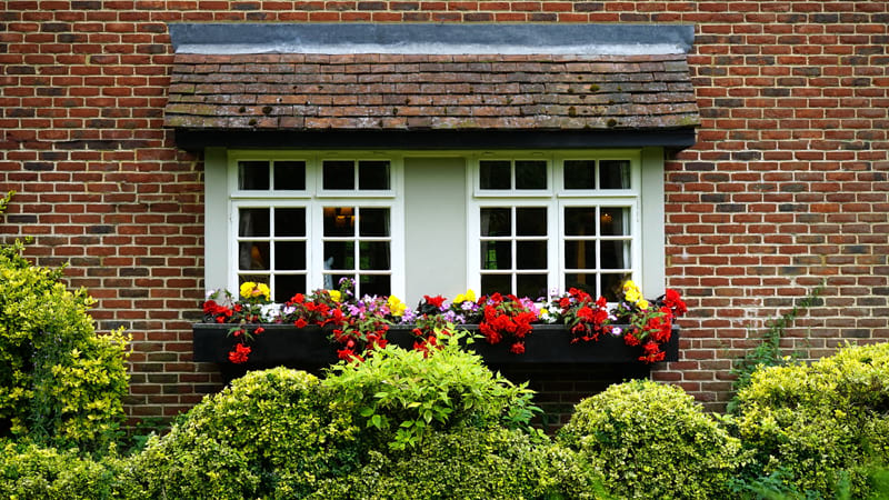 Find out more about what a good window & door supplier does to ensure an installation is a success. Includes risk assessing the window installation sites, ensuring adequate access for products & planning the fitting order.